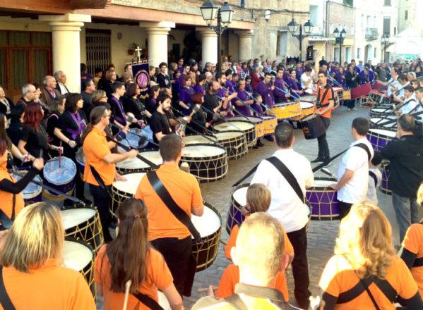 Fonz celebra este sábado la XII Tamborrada y una conferencia sobre la construcción del templo de la Asunción