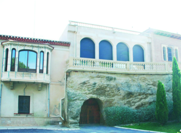 Un «palacio» en Almunia de San Juan