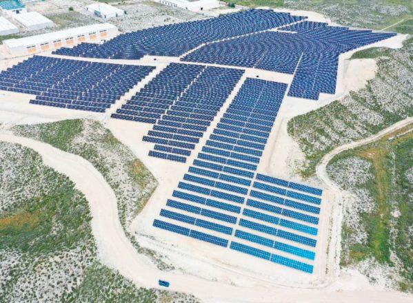 En marcha dos parques fotovoltaicos en Monzón
